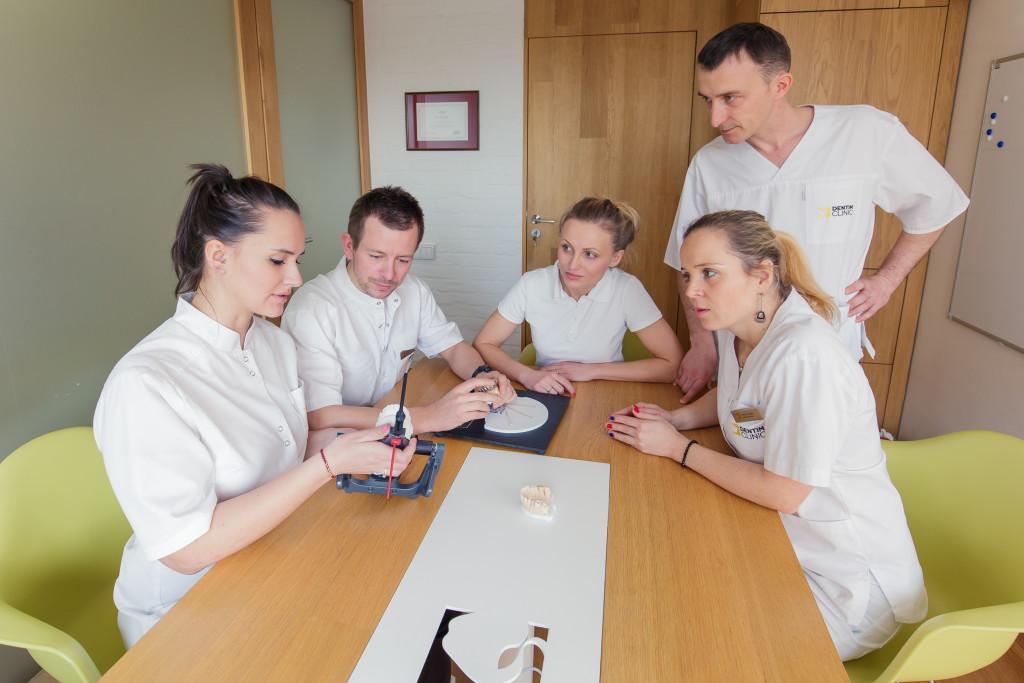 Multidyscyplinarny zespół lekarzy wDentim Clinic