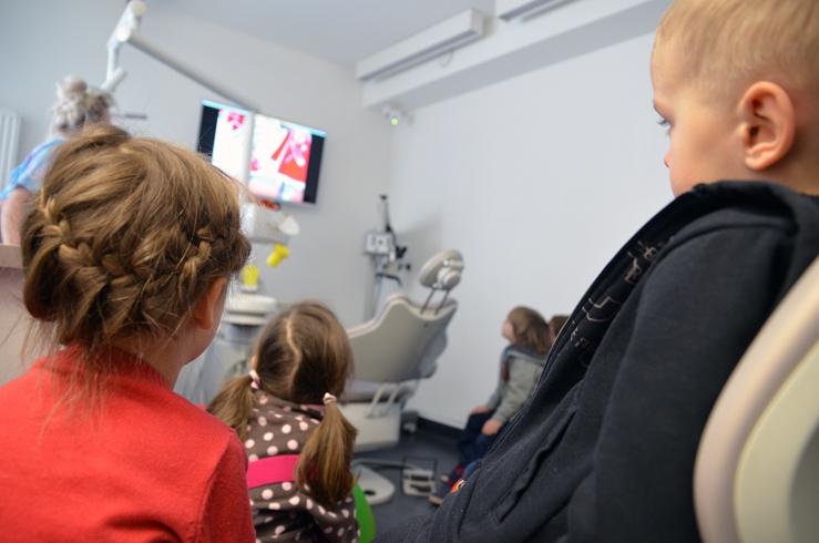 Masz wizytę u dentysty, ale nie wiesz co zrobić z dzieckiem?