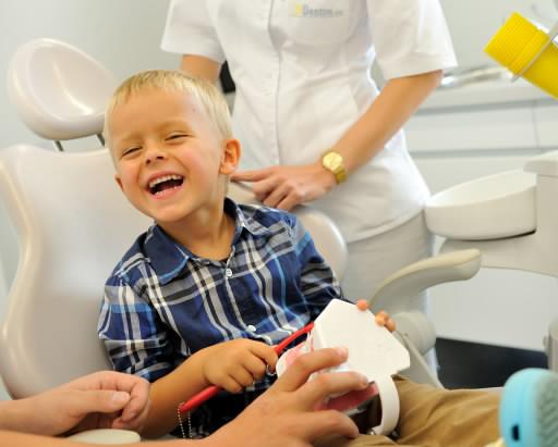 Dlaczego należy leczyć zęby mleczne u dzieci?