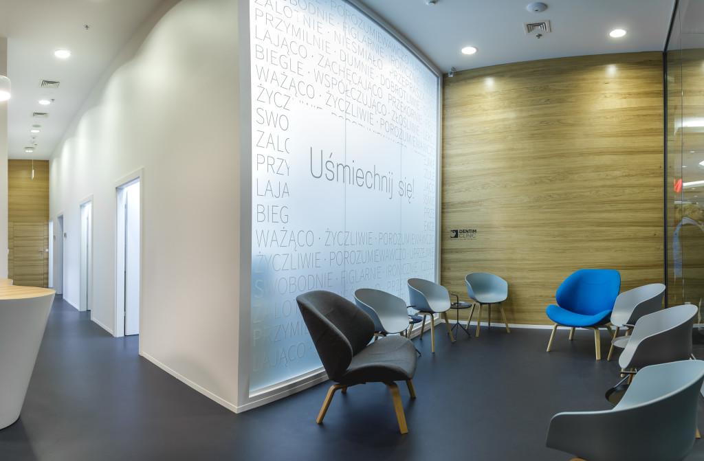 Poczekalnia w Dentim Clinic w Silesia City Center