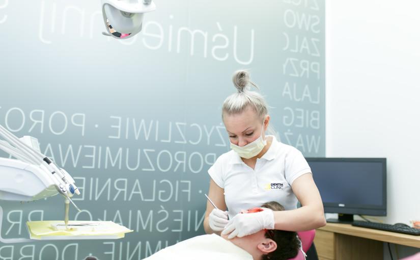 Jak prawidłowo dbać o higienę jamy ustnej? Checklista.