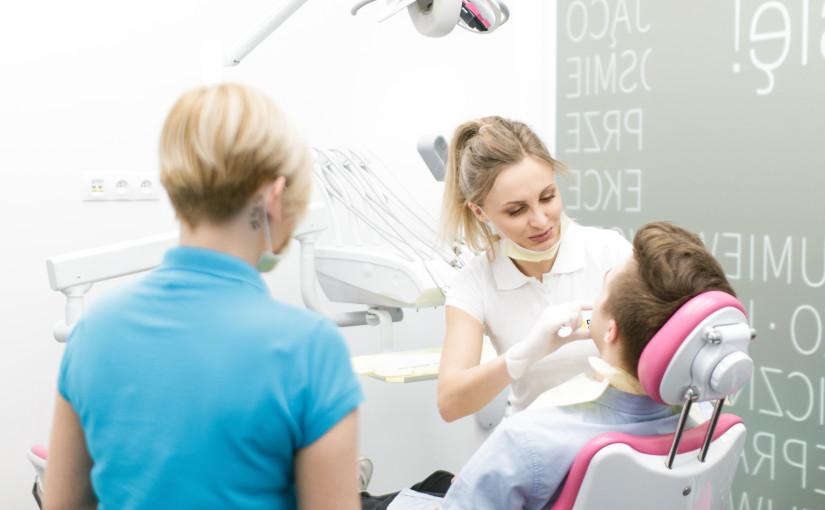 Leczenie aparatem ortodontycznym Insignia w Dentim Clinic.
